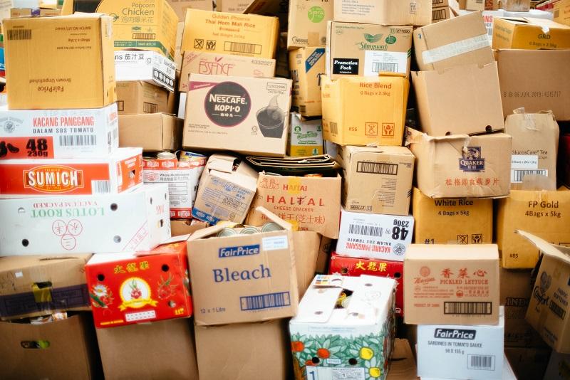 Sterta opakowań kartonowych po różnych produktach